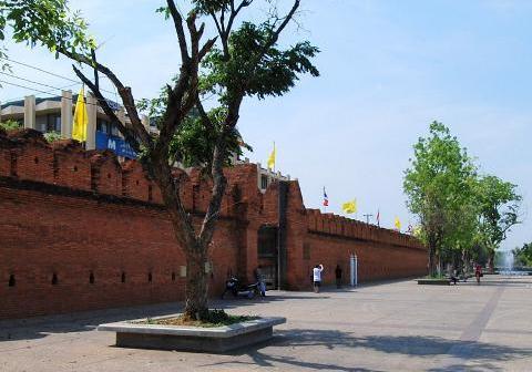 Chiang Mai Thapae gate