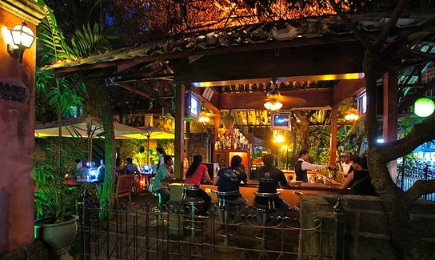 Garden bar at Lotus Hotel Chaing Mai