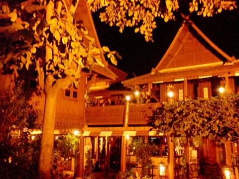 Radchada-cafe-nightime