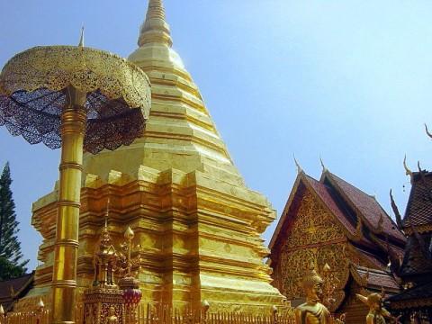 Central Chedi at Wat PraTat Doi Sutep (Wikimedia)