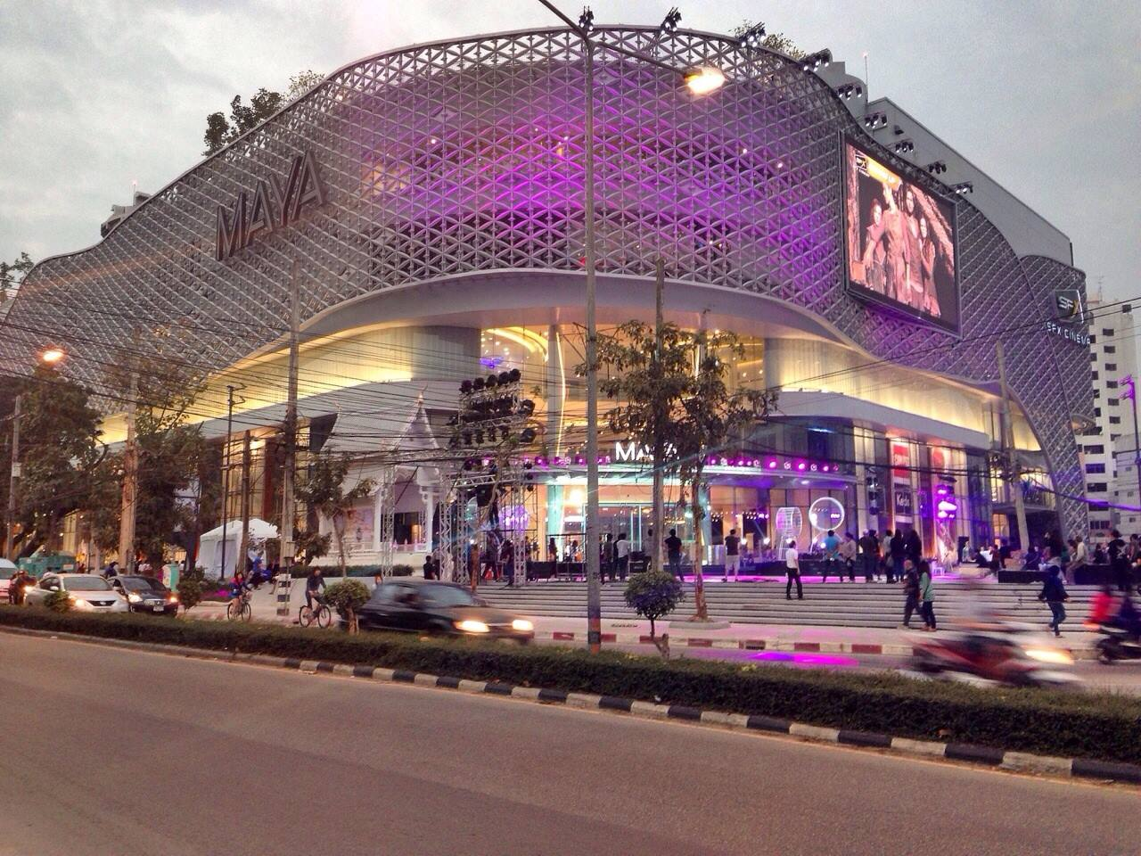 lifestyle of shopping mall