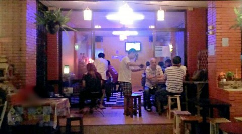 Khun Run Serving beer at R&A Bar