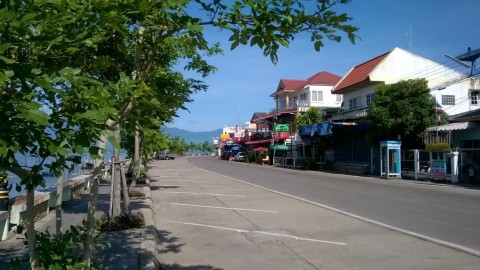 Lakeside Promenade with bars and restaurants at Phayao