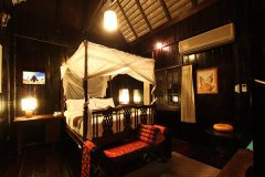 traditional lanna style bedroom at club one seven guesthouse