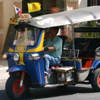 Tuk Tuk on Thapae Rd Chiang Mai By John Wigham [CC BY 2.0 (http://creativecommons.org/licenses/by/2.0)], via Wikimedia Commons