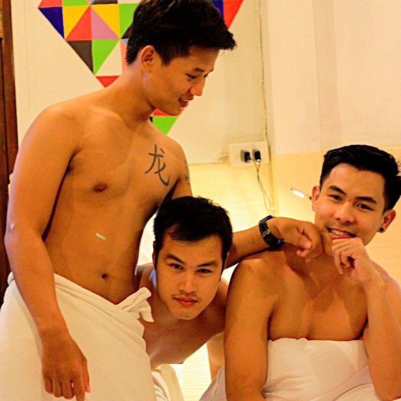 Desaire strap on threesome